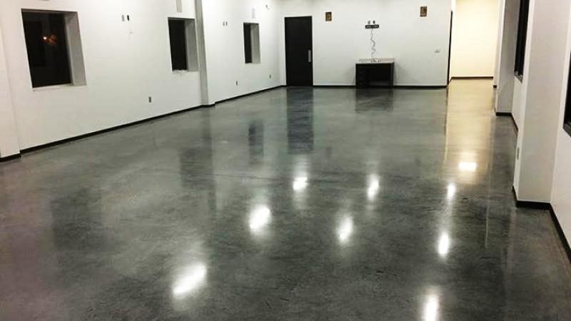 Pavimento in resina Showroom Brescia - Il Colore